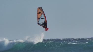SZ vítr umožňuje vhodné podmínky ke skokům na starboard